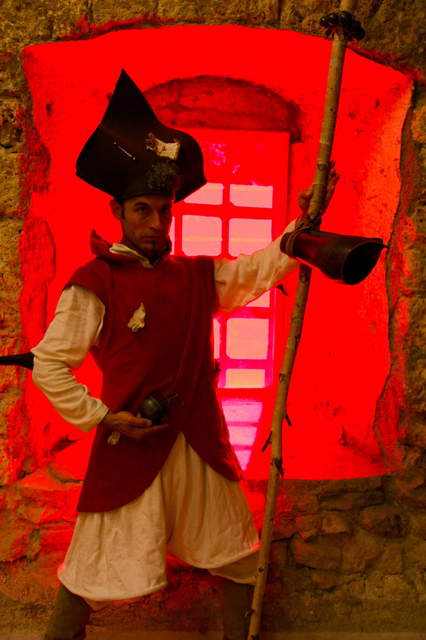 Maître Albertius, incarné par Manuel Gleyre, jongleur